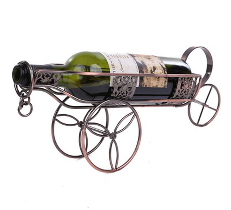 味がある手作りの金属製ワインホルダー [ギフト/プレゼント/ご褒美] セール特別価格 美しい金属の光沢が素敵な空間を演出 お気に入りの空き瓶を乗せて インテリアアイテムとしてもお使い頂けます ボトルホルダー アンティーク調 ワインラック 手作りの美しい 荷車
