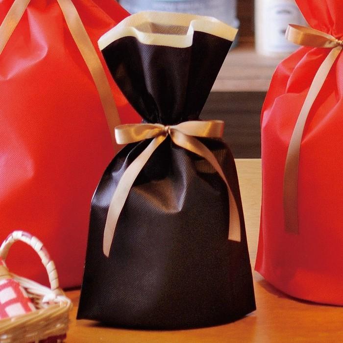 従来の不織布巾着に比べ安価で、色の発色も良い商品です。クリスマス  不織布リボン付ギフトバッグSブラウン 10枚 17×28(18)×底マチ8cmクリスマス ラッピング 袋