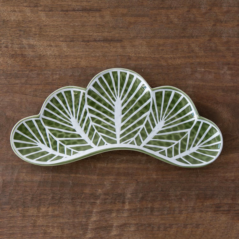 いつものおかずを料亭気分で盛り付けたくなる 幸楽窯 茶緑銀 人気の製品 松葉型前菜皿 2020秋冬新作