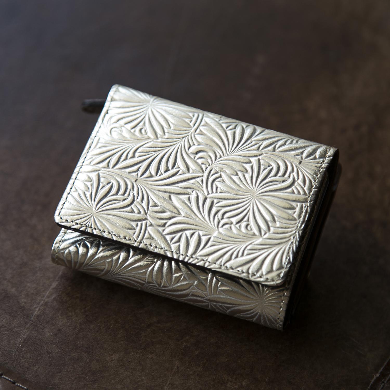 イタリアのひなぎくが咲くミニ財布 Neutral Gray 新品 安心の実績 高価 買取 強化中 デイジーの三つ折り財布