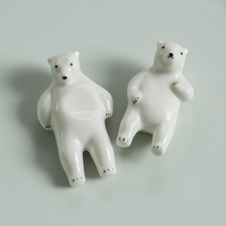 熊五郎と熊吉が健気にお腹でお箸を支えてくれます 楽土 送料無料/新品 シロクマの熊五郎 熊吉 売れ筋ランキング 箸置き 2個セット
