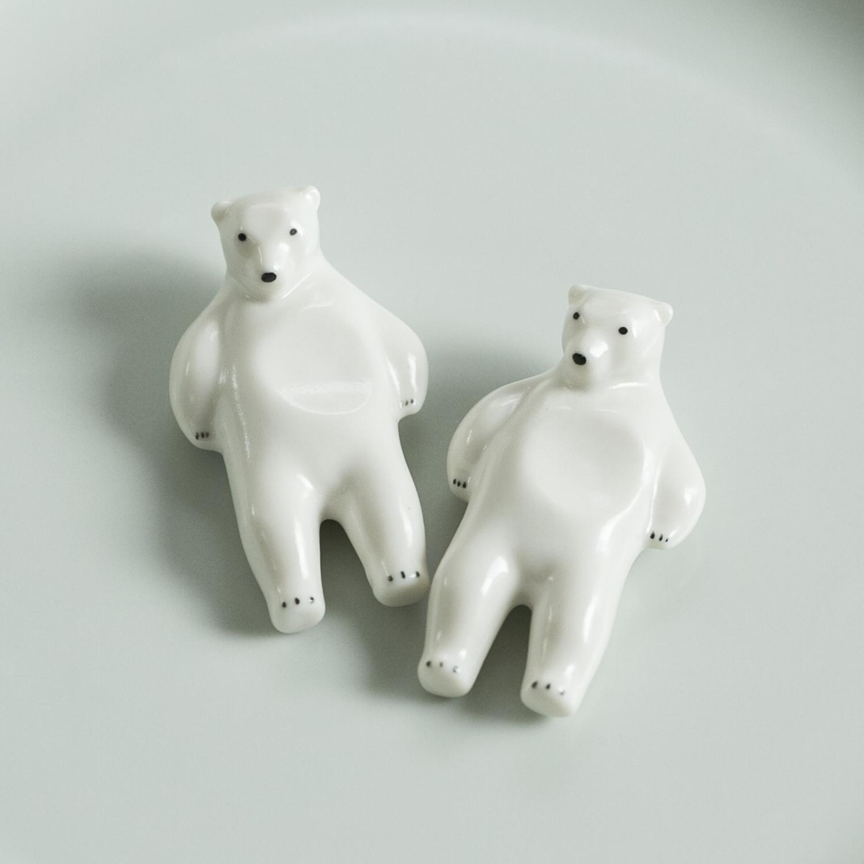 安心の定価販売 熊五郎が健気にお腹でお箸を支えてくれます 楽土 代引き不可 シロクマの熊五郎 箸置き 2個セット