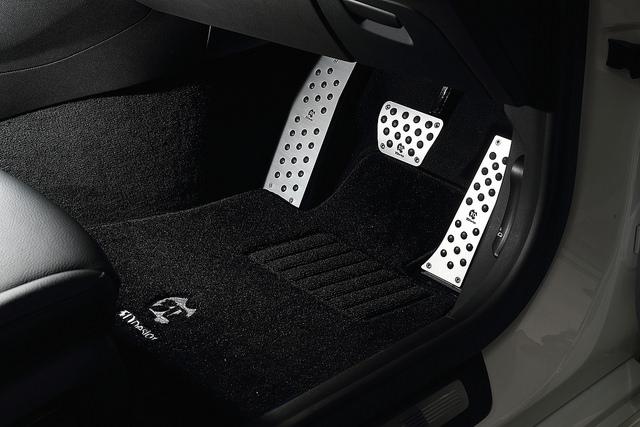 3D Design アルミフットレストfor BMW G30/G31 RHD