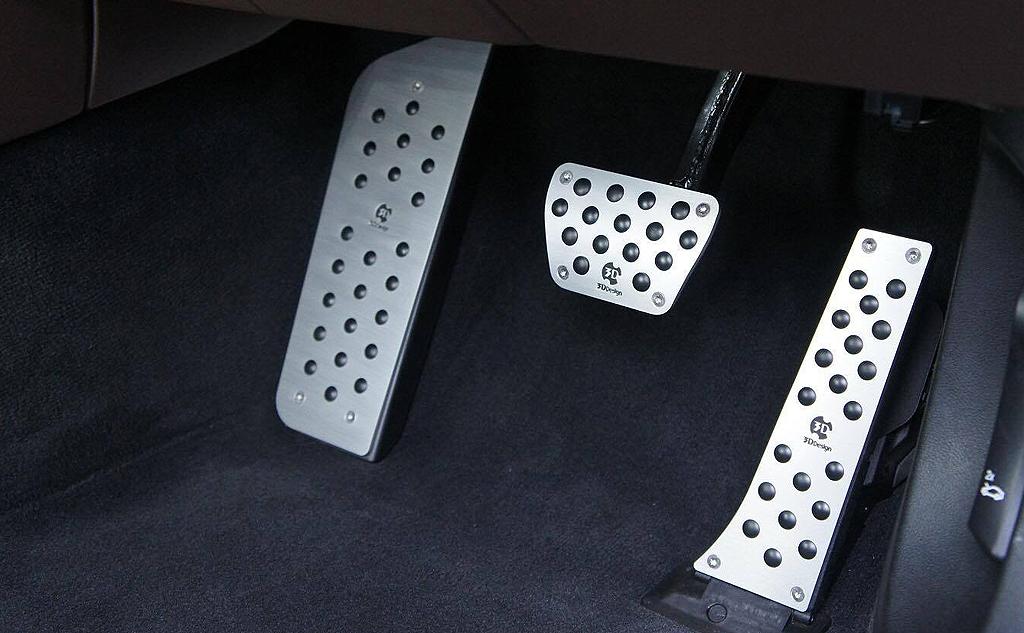 3D Design アルミフットレストfor BMW G11/G12 RHD