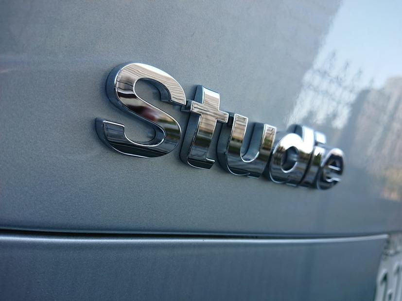 Studie Chrome Emblem