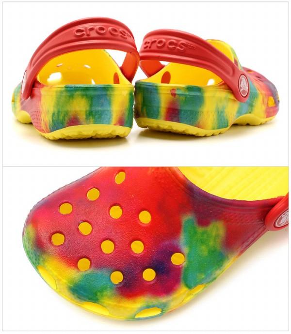 钟表古典泰国经由椰子婴儿&小孩(小孩用)海外正规的物品多×爆裂(CROCS CLASSIC TIE BYE CLOG KIDS MULTI×BURST 200443-95L)凉鞋kurokkusu(12399220)