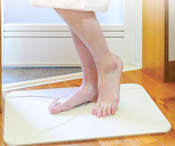 Moiss moisè 舒适光滑屋面垫和浴垫蛭石浴腿在日本快速干燥马特除臭熊蒙特