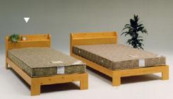 自然の木目と節目がオシャレなシングルベッド&マットレスセット数量限定特価!本格的コイルスプリングマットレス 北欧フィンランドパイン材