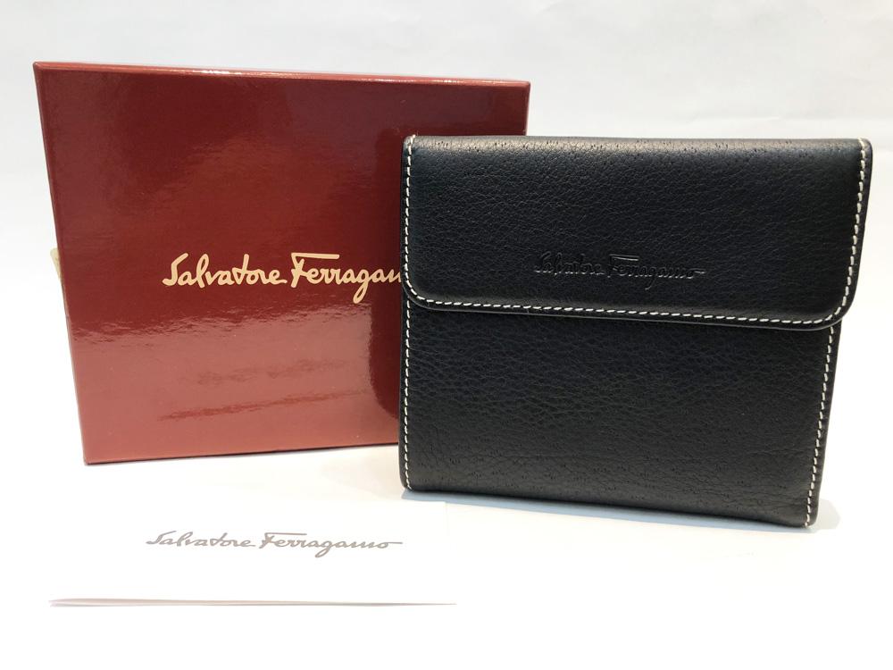 【中古】Salvatore Ferragamo(サルヴァトーレ フェラガモ)二つ折り財布 小銭入れあり メンズ レディースユニセックス レザー 黒 ブラック 人気 中古美品