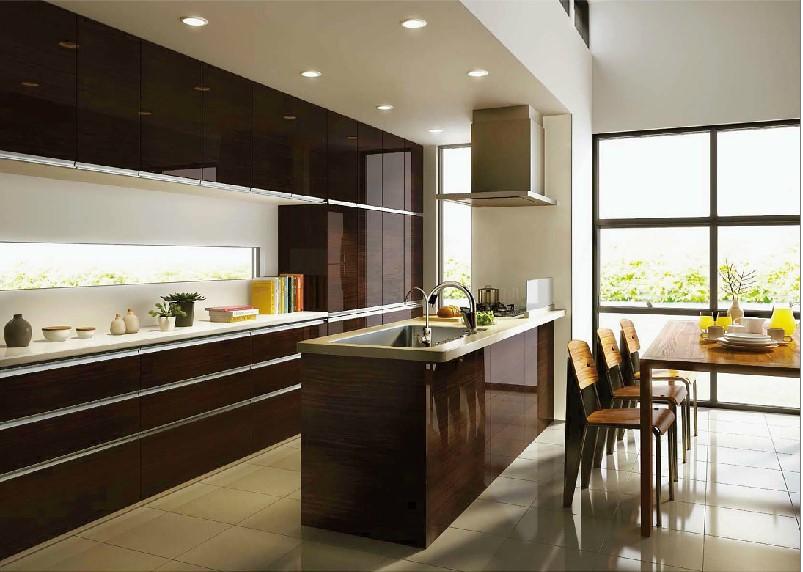 濃い木目を基調としたペニンシュラ型のオープンキッチン
