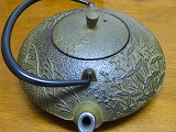 NAMBU IRONWARE A small teapot 0.6 L Used in making green tea, tea brack, and for ornament. It's a tradition industrial art object.