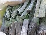 宮崎備長炭(日向)1級 特選 12kg 宮崎県で作られている上質な備長炭です。表面も滑らかできれいです。紀州備長炭ほど高価ではないので、燃料としても人気があり、跳ねが少ないのでバーベキュー等にもつかいやすいです。
