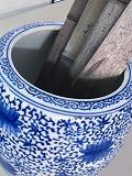信楽焼火鉢 H20cmと 徳島産平竹炭20cm5枚付
