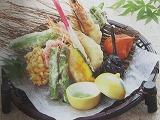 竹を編んだシックで高級感のあるお皿 足が付いた高めの作りと落ち着いた色がお料理を映えさせます 天ぷらなどの盛り付け 5ヶセット 竹炭5枚付き 人気上昇中 好評 足つき竹籠皿型やまなみ