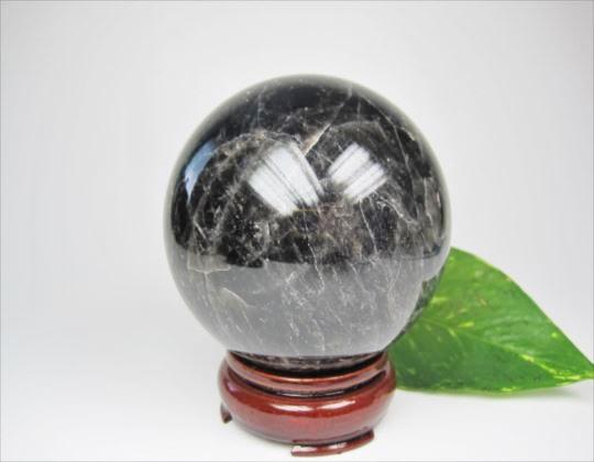 【球体】黒水晶Φ79mm木製台座付き