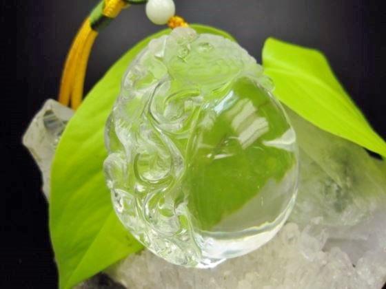 【飾り物:如意・三脚蟾蜍(サンキャクセンジョ)】水晶178g【レインボー入り】