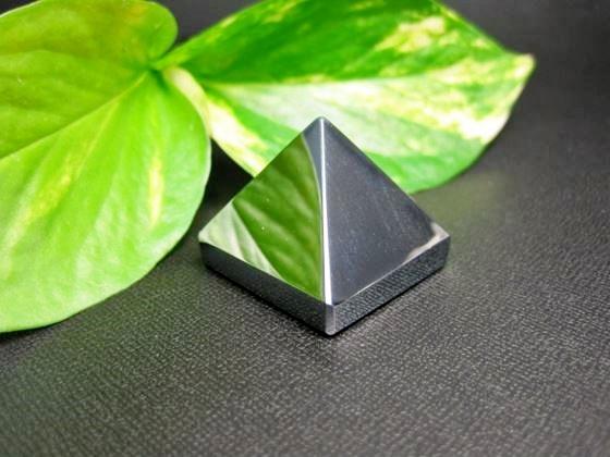 【ピラミッド】テラヘルツ30.5×25.8mm【鑑定済み】