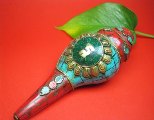 【チベット製品:置物】ホラ貝装飾330g