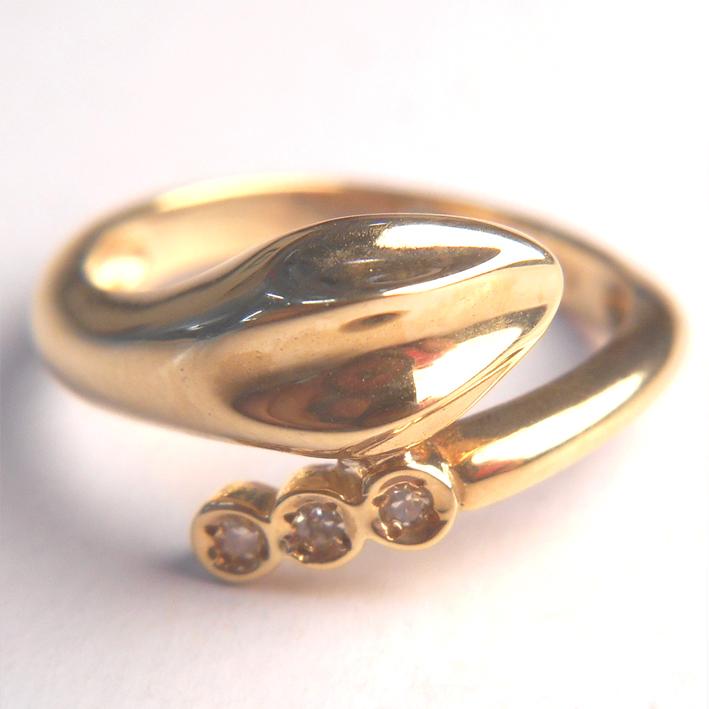 【18金】K18 指輪 イエローゴールドダイヤモンドリング【ダイヤ3石】【ヘビ 蛇】【レディース】★3.1g★10号【送料無料】