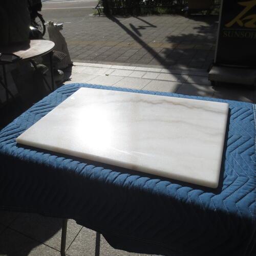 訳あり R加工ペストリーボード のし台 贈物 こね台 天然の中国産大理石 広西白 キズあり 中国産大理石 R加工 天然 石板 プレート 600x400x20mm クッキングボード 送料込み 大理石 受賞店 板石 平板
