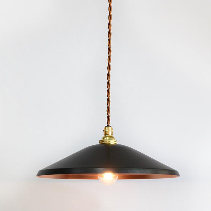 銅板シェードのペンダントライトtone WIDE black モメンタムファクトリーOrii
