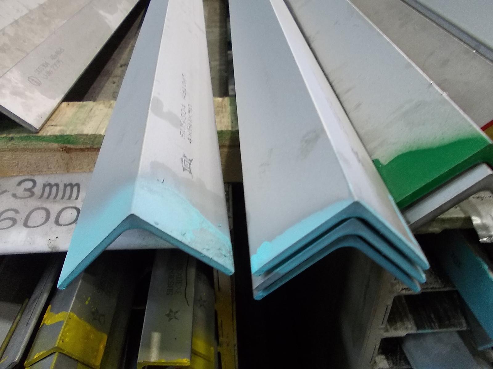DIY 商品追加値下げ在庫復活 日曜大工 メーカー公式 補修などに使用される ステンレスの代表的 一般鋼種 ステンレス 5x40x40x300 304 SUS アングル