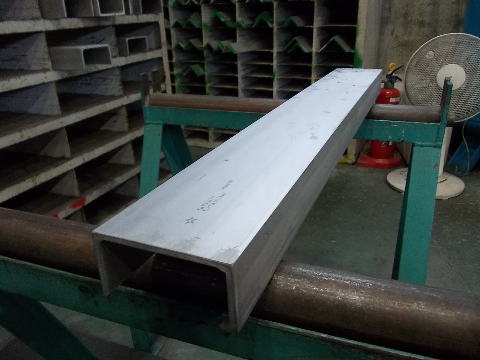DIY 日曜大工 補修などに使用される ステンレスの代表的 一般鋼種 SUS 304 新品未使用 6x75x150x75x300 出色 ステンレス チャンネル