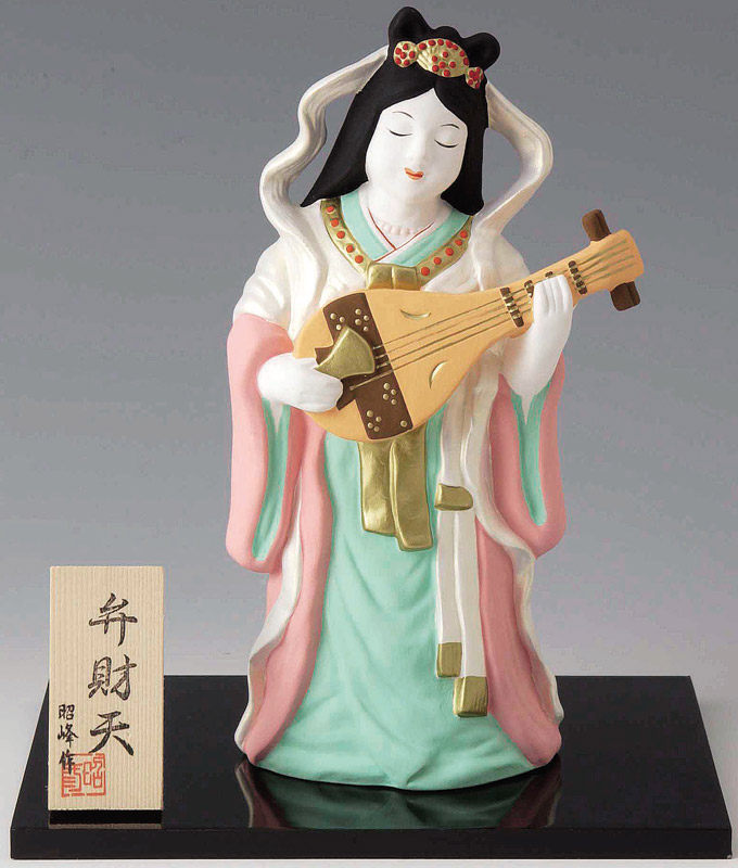 祝你好运和幸福的使者 ! 它是陶瓷 lol 门 shichifukujin 弁、 弁超大的装饰看台、 木材给。  Q 邀请福好运旺雅的吉祥物娃娃 bennzaitenn 途中勇日本室内瓷俑神雕像神娃娃小富家女日本传统艺术和手工艺商店吗?
