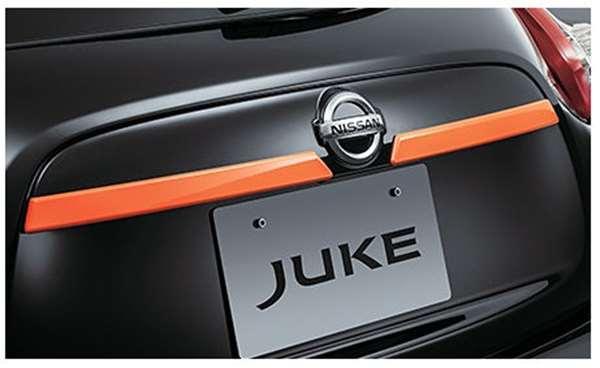 『ジューク』 純正 YF15 バックドアアクセント ※ディーラーオプション専用色:オレンジレーシング パーツ 日産純正部品 JUKE オプション アクセサリー 用品