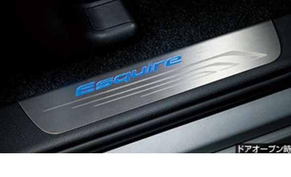『エスクァイア』 純正 ZWR80G スカッフイルミネーション パーツ トヨタ純正部品 ステップ 保護 プレート esquire オプション アクセサリー 用品