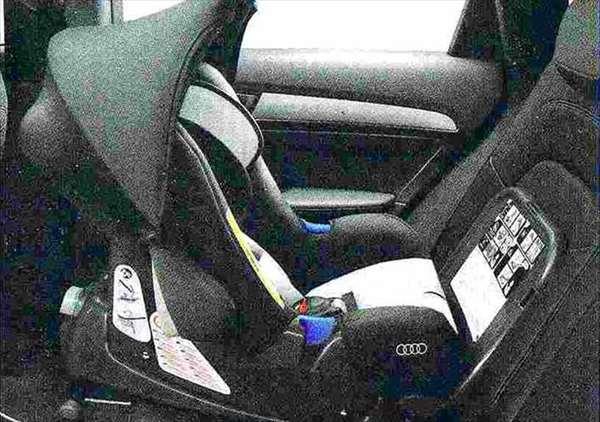 Q5 パーツ Audiベビーシート(G0) アウディ純正部品 8RCNCF 8RCTVF オプション アクセサリー 用品 純正 送料無料