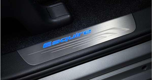 『エスクァイア』 純正 ZWR80G ZRR80G スカッフイルミネーション(フロント左右) パーツ トヨタ純正部品 ステップ 保護 プレート オプション アクセサリー 用品