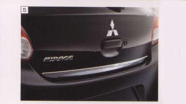 『ミラージュ』 純正 A05A テールゲートガーニッシュ パーツ 三菱純正部品 MIRAGE オプション アクセサリー 用品