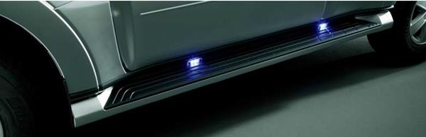 『パジェロ』 純正 V98W V93W サイドステップイルミネーション パーツ 三菱純正部品 照明 明かり ライト オプション アクセサリー 用品