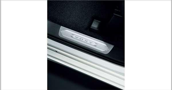 【ヴォクシー】純正 ZWR80W ZWR80G ZRR80W ZRR80G ZRR80G ZRR85G スカッフプレート(ステンレス)(フロント左右) パーツ トヨタ純正部品 ステップ 保護 プレート オプション アクセサリー 用品