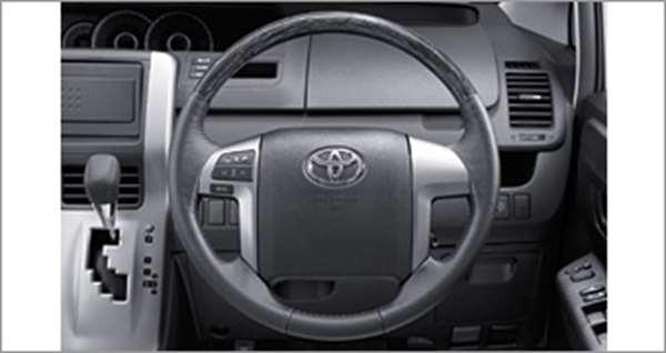 ウッド調ステアリング ヴォクシー ZRR70