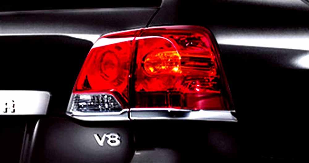 『ランドクルーザー200系』 純正 URJ202 リヤランプガーニッシュ パーツ トヨタ純正部品 landcruiser オプション アクセサリー 用品