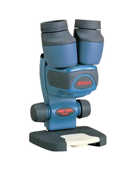携帯性に優れ野外での観察に ニコン小型双眼実体顕微鏡 ファーブル