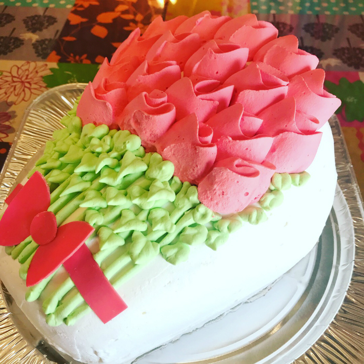 バラの花束3d立体型ケーキ ギフト お誕生日 バースデーケーキ お誕生日ケーキ バースデーパーティ サプライズ キャラクターケーキ 動物 デコレーションケーキ 還暦 お祝い サプライズケーキ 結婚記念日 ウェディングスイーツショップボストン