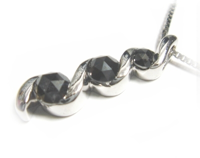 【予約】【ローズカット】ゴージャスグラデーションスリーストーン計0.80ctUPブラックダイヤモンドネックレス