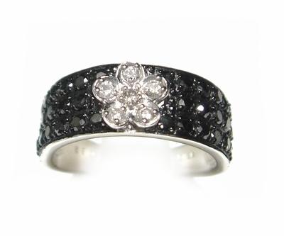 【予約】花模様パヴェ計0.83ctブラックダイヤモンドリング