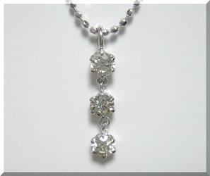 【スリーストーン】動きある計0.25ctダイヤモンドネックレス