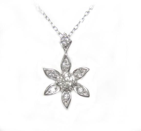 【予約】【おねだりジュエリー】輝く雪の花計0.27ctダイヤモンドネックレス