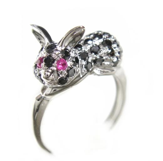 【予約】New可愛すぎるブチミニウサギ!パヴェ計0.62ctブラックダイヤリング