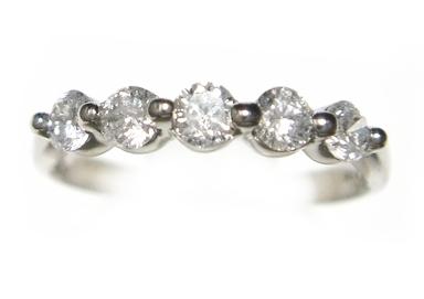 【予約】5石の輝く一文字Pt計0.40ctUPダイヤモンドリング
