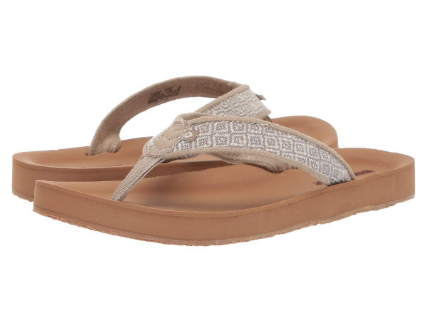 (取寄)ミネトンカ レディース ヘディー Minnetonka Women Hedy Taupe Woven Diamond Fabric