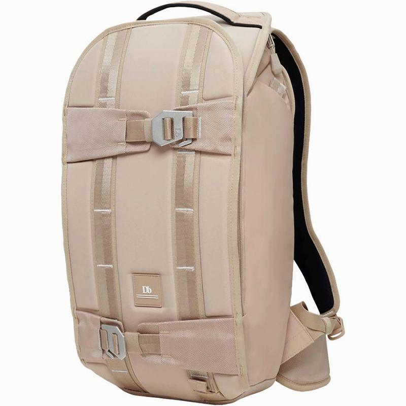 (取寄)Db ユニセックス ザ エクスプローラ バックパック Db Men's The Explorer Backpack Desert Khaki