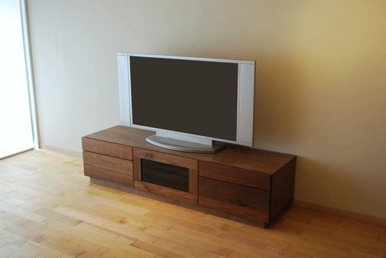 【送料無料】テレビボード 幅160cm ウォールナット 完成品 TVボード ガラス 無垢 テレビ台 32型 32インチ リビング リビングボード 大型 ロータイプ TV台 AVボード AV収納 家具通販 大川市