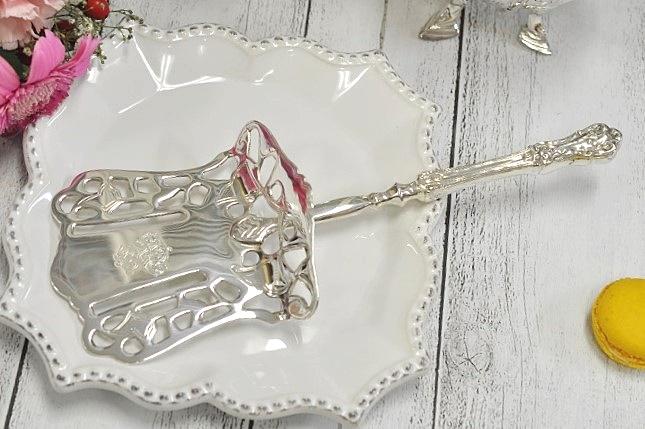 クラシック エレガント 並行輸入品 ロマンチック 輸入 ケーキカッター シルバー イタリア製 お得なキャンペーンを実施中 テーブル キッチン雑貨 Family ロイヤルファミリー Royal