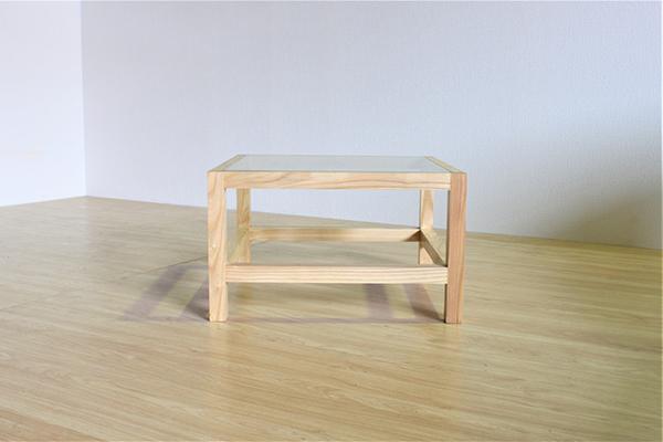 送料無料 コーヒーテーブル 幅62cm 無垢材 天然木 木製 木目 ガラス センターテーブル ローテーブル リビングテーブル 作業台 机 ナチュラル ウォールナット おしゃれ 北欧 シンプル インテリア デザイン 高級感